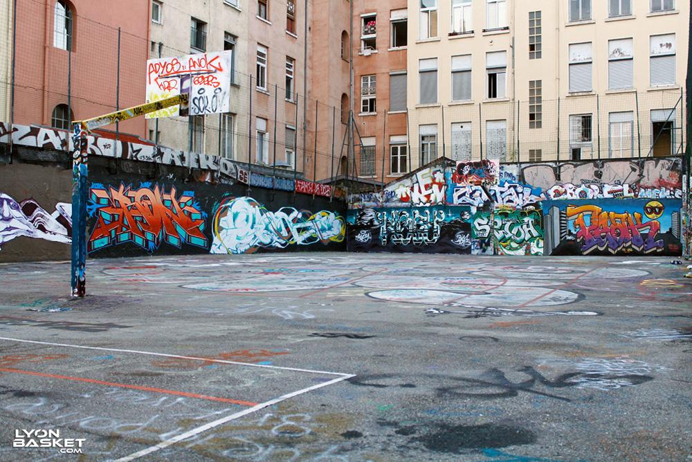 Terrain de street basket maurice seve lyon 4 for Terrain lyon