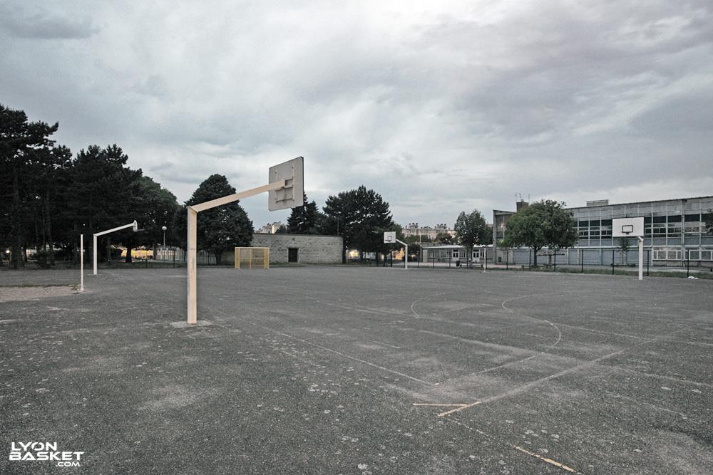 Terrain de street basket varichon lyon 8 me for Terrain lyon